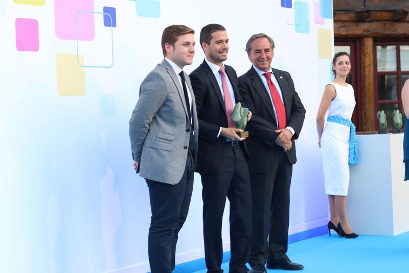 El Portavoz del Gobierno junto a los premiados