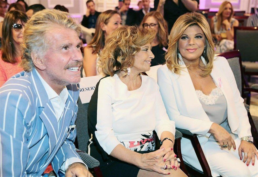 Terelu Campos, acompañada por María Teresa Campos y  Edmundo Arrocet.